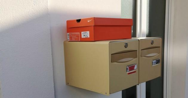 boite chaussures abandonnée