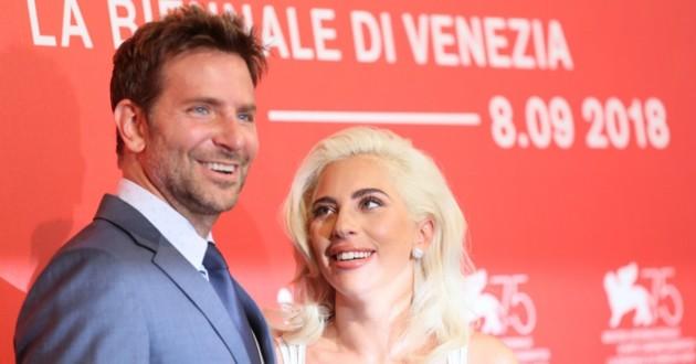 Bradley Cooper et Lady Gaga à un événement