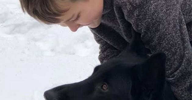 Il conduit pendant des heures pour réunir un chien et son petit propriétaire de 8 ans qui se bat contre un cancer