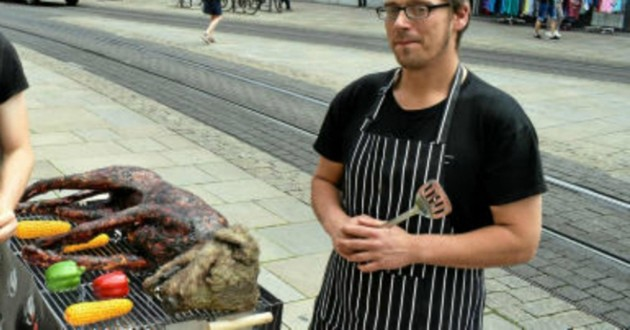 chien en train de cuire barbecue