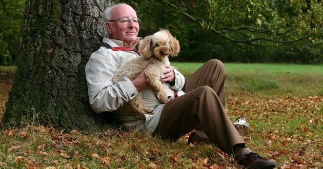 un papi et un chien
