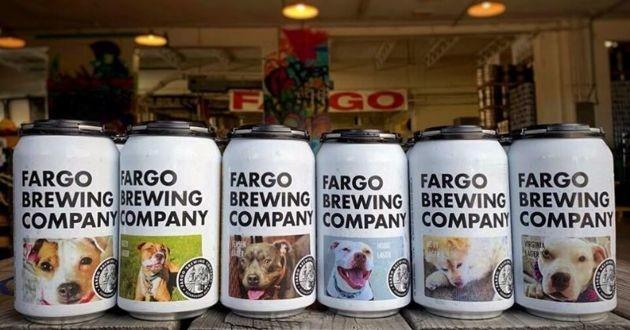 canettes de bière avec des chiens dessus