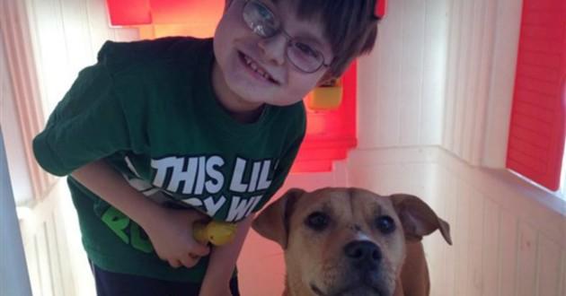 enfant autiste et chienne
