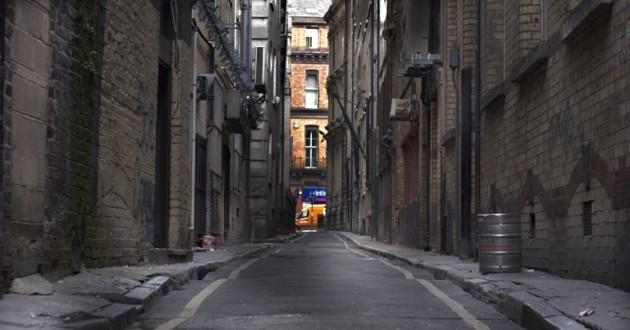 femme dans la rue