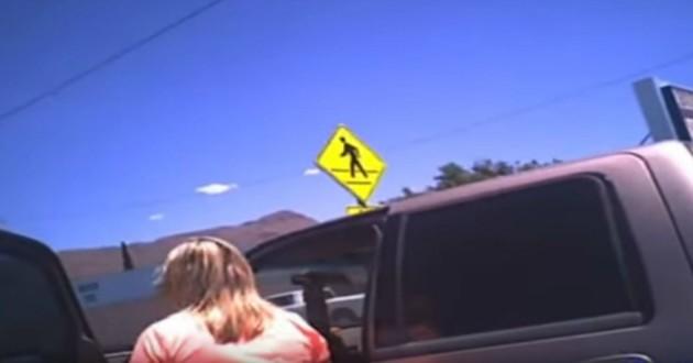 femme près d'une voiture