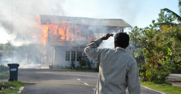 Maison en flammes