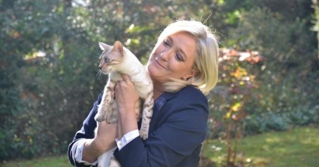 Marine Le Pen avec l'un de ses chats