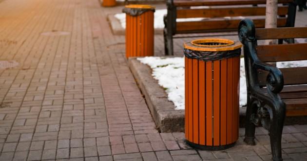 poubelle dans la rue