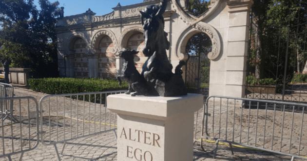 La sculpture d'hommage aux animaux