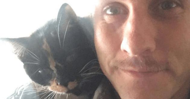 Ce chat est son nouveau meilleur ami