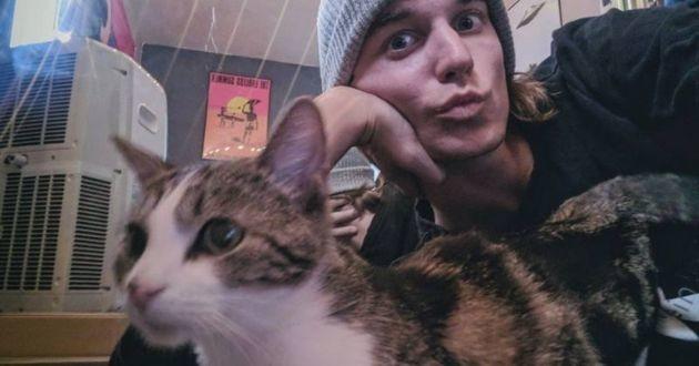 Connor et son chat Socks