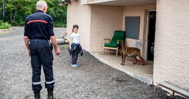 un enfant en atelier de sensibilisation sur les morsures canines