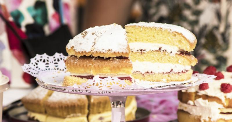 Concours de pâtisserie : en quelques secondes, tout tourne au chaos !