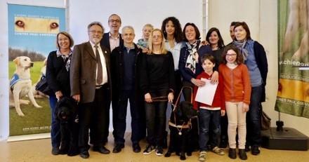 Le mannequin Noémie Lenoir a remis le 5000e chien guide de France