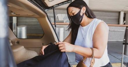 Ils s'envolent pour Las Vegas : à l'embarquement on leur demande d'ouvrir leur valise et tout le monde a un choc