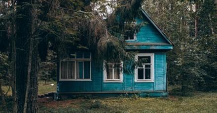 La famille déménage et est horrifiée par ce que les résidents précédents ont laissé derrière eux