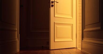 Ils ouvrent la porte d'un appartement abandonné et trouvent quelque chose de terrifiant à l'intérieur