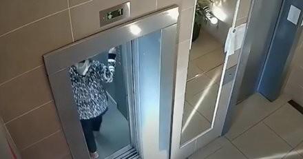 Elle prend l'ascenseur pour le 16e étage et réalise qu'elle a fait un terrible oubli : mais hélas c'est trop tard (vidéo)