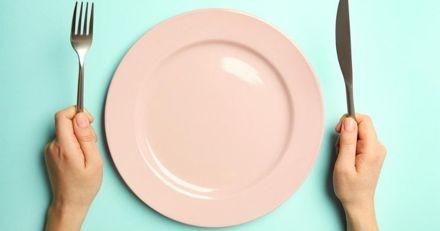 Chaque jour, il passe ses pauses déjeuner à la maison : quand sa copine découvre avec qui, elle tombe des nues !