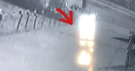 Quelqu'un détruit leurs décorations de Noël, ils installent une caméra et n'en reviennent pas (Vidéo)