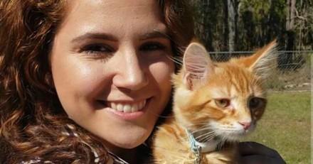 Il surprend sa copine avec le chaton de ses rêves, quand elle retourne sa médaille elle fond en larmes