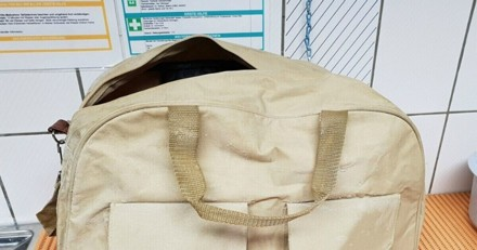 Un sac est déposé devant les portes d'un refuge : ce qu'il y a dedans provoque la colère