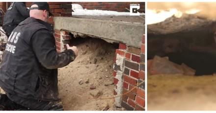 Il voit quelque chose bouger près de la maison de son voisin, s'approche et appel à l'aide (Vidéo)