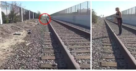 Il voit quelque chose sur les rails, s'approche et appelle tout de suite les secours (Vidéo)