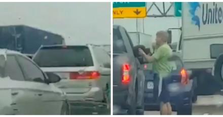 Dans un embouteillage, elle voit un homme sortir de sa voiture et n'en revient pas de ce qu'il fait