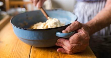 Une femme de 80 ans bannie du refuge, parce qu'elle met des œufs dans la pâte à gaufres