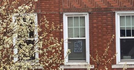 Confiné, il regarde par la fenêtre : ce qu'il voit chez sa voisine donne le sourire à des milliers de personnes