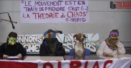 A Tolbiac, le chien des étudiants grévistes fait des bêtes de tweets (Vidéo)
