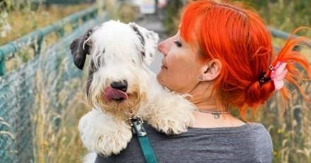 Elle célèbre ses 8 ans de mariage avec son chien et ne pourrait pas être plus heureuse