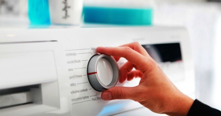 Erreur fatale : elle met en marche sa machine à laver sans regarder ce qu'il y a dedans