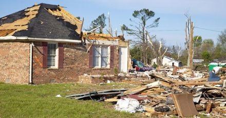 Parmi les débris de leur maison emportée par une tornade, un miracle les attendait