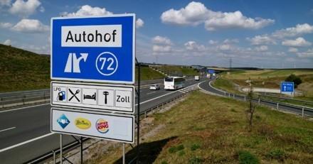 Une automobiliste s'arrête pour faire pipi : sur l'aire d'autoroute elle commet un crime atroce