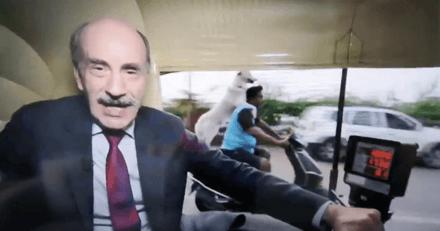 Il tourne un reportage dans les rues de Bombay, quand il découvre ce qui passe à l'image il éclate de rire (vidéo)