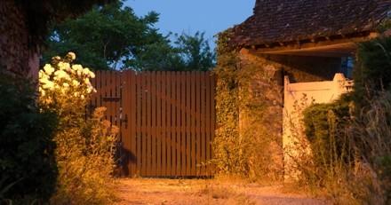 Un inconnu lance quelque chose au-dessus du portail de la SPA : le lendemain c'est la consternation