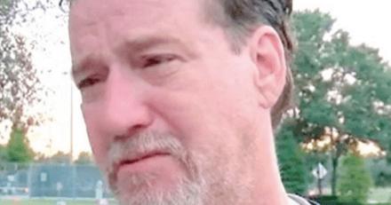 Il se réveille après un terrible accident : ce que lui annonce sa voisine le met hors de lui !