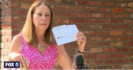 Cette famille reçoit sa carte d'électeur : le nom inscrit sur le papier est un choc !