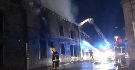 Il sort de sa maison en flammes grâce à son chien : quelques minutes après, il fait une terrible découverte