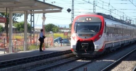 Un homme jette son sac à dos sur la voie ferrée : lorsque les policiers l'ouvrent, ils se figent de stupeur