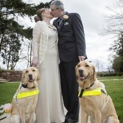 Mariés grâce à leurs chiens
