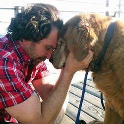 Charlie Annenberg et son labrador Charlie