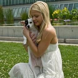 jeune femme petit chien