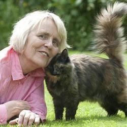 Une femme sauve un chat, et le chat la sauve en retour