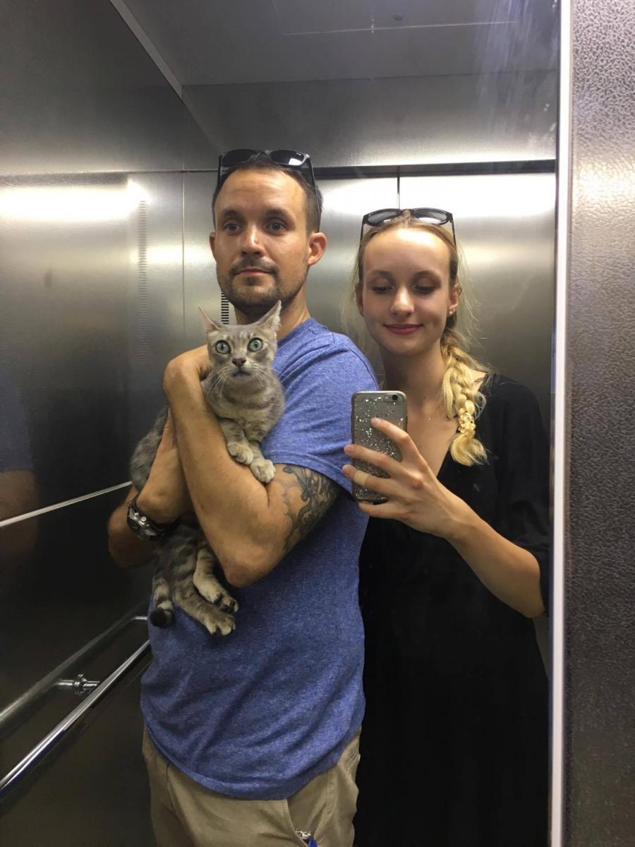 chat couple ascenseur