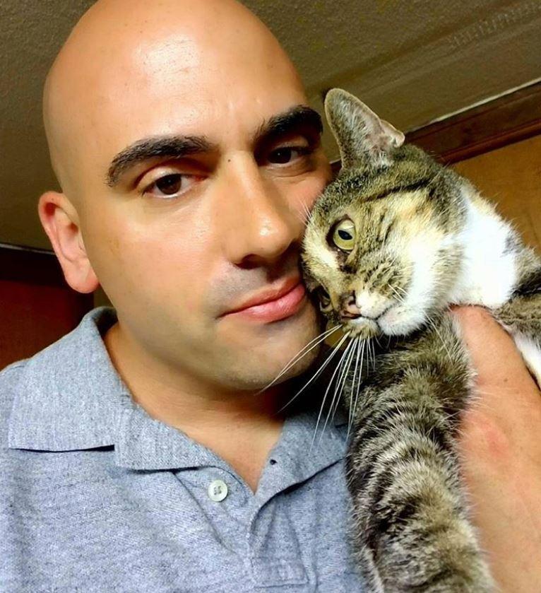 homme chat sauveur